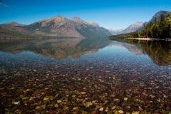 En sikt av sjön McDonald Royaltyfri Bild