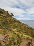 En sikt av sjön Titicaca från den Taquile ön Royaltyfria Bilder
