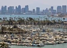 En sikt av skyddön och i stadens centrum San Diego från Point Loma Royaltyfria Bilder