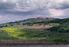 En sikt av staden av Pienza Tuscany Arkivfoton