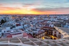 En sikt av taken av Seville på solnedgången fotografering för bildbyråer