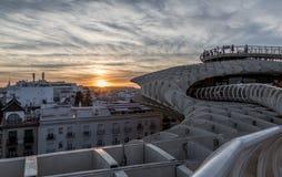 En sikt av taken av Seville på solnedgången royaltyfri foto