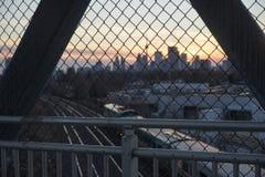 En sikt av Toronto stadshorisont på solnedgången arkivbilder