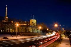 En sikt av trafik nära presidentuppehållet av Lettland i riga Royaltyfri Foto