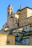 En sikt av Urbino Arkivfoton