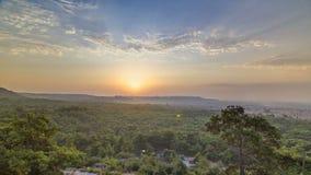 En sikt för öga för fågel` s av soluppgång över Antalya timelapse kalkon stock video
