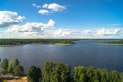 En sikt för öga för fågel` s av sjön Seliger på en klar sommardag Tver region Fotografering för Bildbyråer