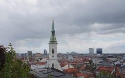 En sikt från den Bratislava slotten Arkivfoto