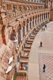 En sikt från ovannämnt av den España fyrkanten i Sevilla, Spanien royaltyfri bild