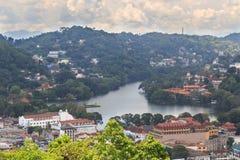 En sikt från ovannämnt av staden av Kandy Sri Lanka Arkivbilder