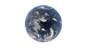 En sikt från utrymme - en blå planetjord bak ett lager av moln roterar runt om dess axel, isolerar den på en vit bakgrund, 3d ren stock illustrationer