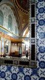 En sikt i spegelinsidan av den Topkapi slotten, Istanbul, Turkiet arkivfoto