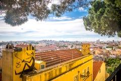 En sikt Lissabon från miradouroen da Graça Arkivbild