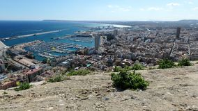 En sikt på den Alicante hamnen royaltyfria bilder
