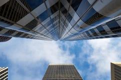 En sikt på en skyskrapa Royaltyfri Fotografi
