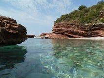 En sikt på till en västra sida av stranden i Crvena Glavica Montenegro Royaltyfri Foto
