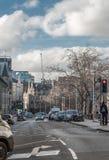 En sikt som trafikerar på den Grassmarket gatan, Edinburg Skottland arkivbild