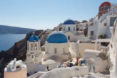 En sikt till den pittoreska Oia byn, Santorini ö Arkivbilder