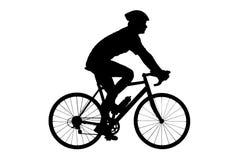 En silhouette av en male cyklist med att cykla för hjälm Arkivfoto