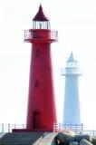 En skala av fyrar på sjösidan Royaltyfri Bild