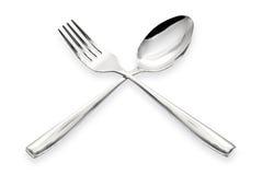 En sked och en gaffel som isoleras på en vit bakgrund Arkivbilder