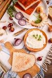 En skiva av brödspridning med späcker Royaltyfria Foton