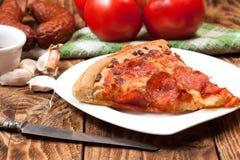 En skiva av pizza Royaltyfria Bilder