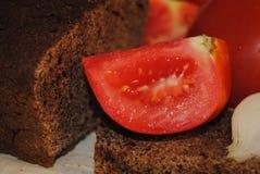 En skiva av tomaten royaltyfri fotografi