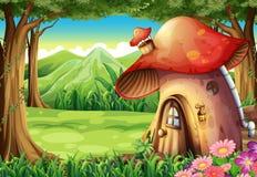 En skog med ett champinjonhus royaltyfri illustrationer