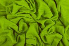 En skrynklig woolen torkduk Woolen indisk sjal Grön bakgrund av det skrynkliga silkespappret Royaltyfria Bilder
