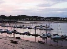 En sköt aftonConwy Marina och Deganwy Royaltyfri Bild