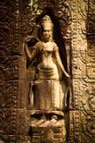 En skulptur av en kvinna i Angkor Wat, Siem Reap, Cambodja Royaltyfri Bild