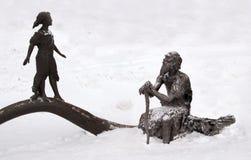 En skulptur av ett förhistoriskt folk, Archeopark, Khanty - Mansiysk, Ryssland Arkivfoton
