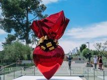 En skulptur av förälskelse som visas i Israel Museum royaltyfri fotografi