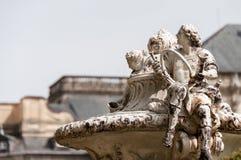 En skulptur av en riddare som rymmer en piska i Granja de San Ildefonso, Segovia Spanien Royaltyfria Foton