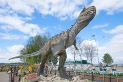 En skulptur av en rov- dinosaurie - nära övre för carnotaurus Temabarn som ` s parkerar ` Yurkin, parkerar `, Royaltyfri Bild