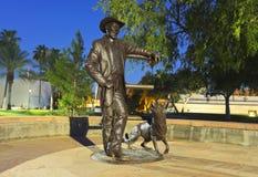 En skulptur, borgmästare Drinkwater och hans hund Sadie arkivfoton