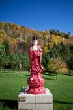 En skulptur i vietnamesisk kloster fotografering för bildbyråer