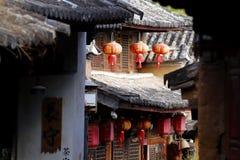 En skymt av byn av Shaxi Denna stad ?r antagligen den mest intakta h?sthusvagnstaden p? den forntida terutten fotografering för bildbyråer