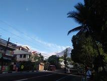 En skymt av den Mayon vulkan royaltyfria foton
