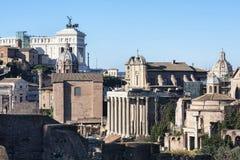 En skymt av forntida Rome med dess kyrkor, monument och forntida stads- byggnader - Rome, Italien arkivbilder
