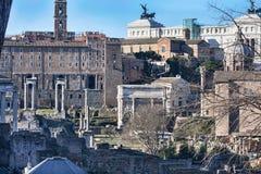 En skymt av forntida Rome med dess kyrkor, monument och forntida stads- byggnader - Rome royaltyfria bilder