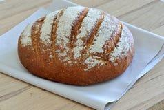 En släntra av nytt bröd Arkivfoton