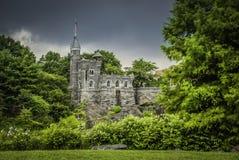 En slott med flygflaggan i Central Park, New York arkivfoto