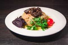 En smaklig maträtt av ris på en platta royaltyfri fotografi