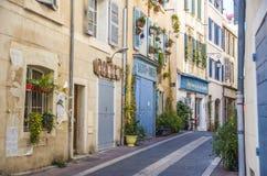En smal gata i Marseilles Fotografering för Bildbyråer