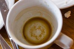 En smutsig kopp med kaffe arkivfoton