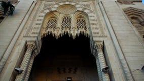 En sned boll för låg vinkel sköt av El Mursi Abu El Abbass Mosque, Alexandria, Egypten arkivfilmer