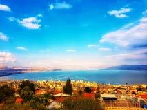 En solig dag ovanför havet av Galilee royaltyfri bild