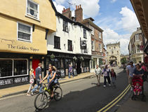 En solig Goodramgate plats, York, England Royaltyfria Bilder